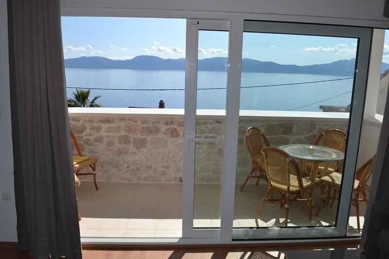 Villa Adria Appartements  au bord de la mer Adriatique à Brist, Croatie, vacation rental in Brist