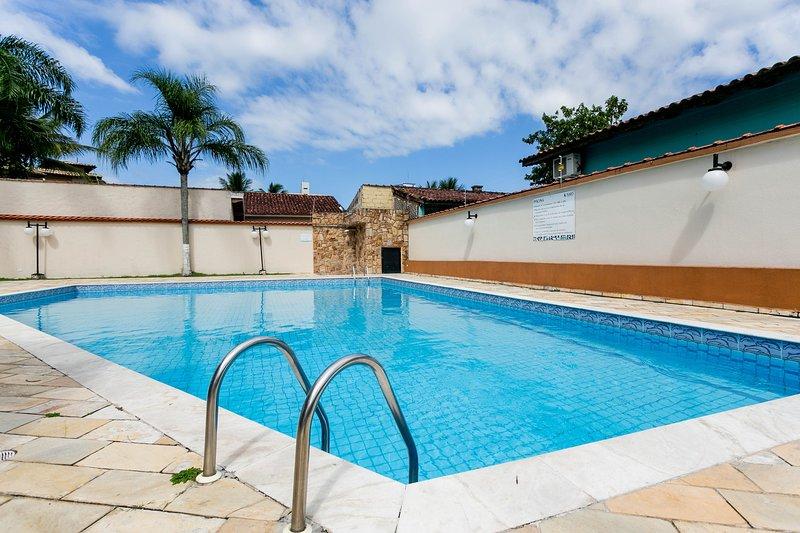 Piscina, Ar-condicionado a 200m da praia, holiday rental in Caraguatatuba