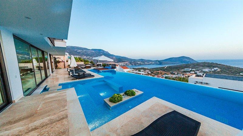 Villa Blue Angels Trio is an awe-inspiring state of the art 5 bedroom villa loca, aluguéis de temporada em Kalkan