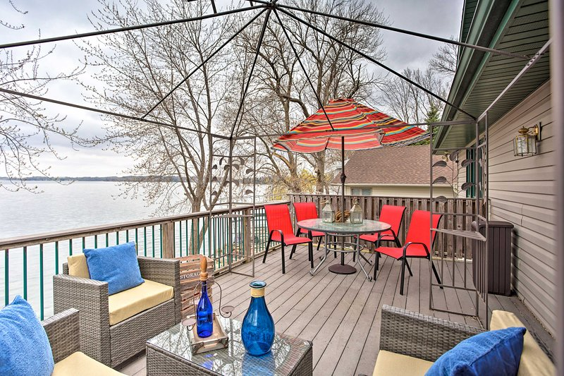 Spacious House w/Deck & Yard on Lake Francis!, vacation rental in Mankato