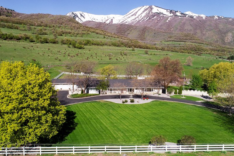 Wellsville Home 13 Miles to Utah State University!, holiday rental in Garland