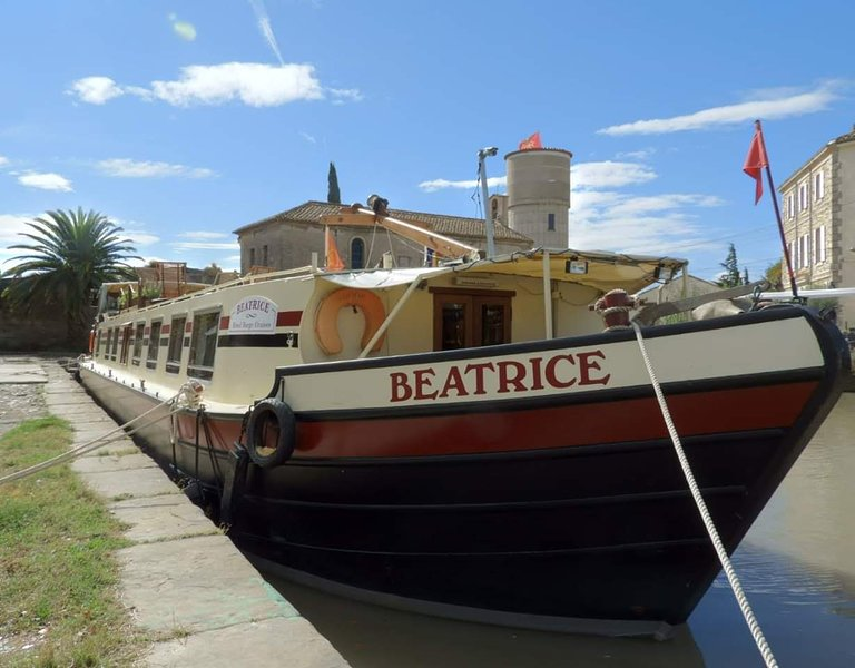 Hotel Barge Beatrice cruises canal du midi, vacation rental in Pennautier