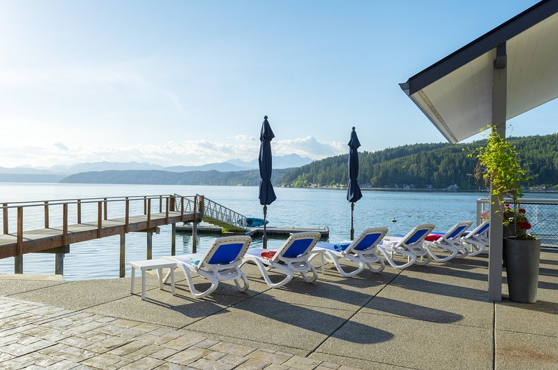 Walls of Glass Hood Canal Vacation Rental: Lay in the sun all day until sunset