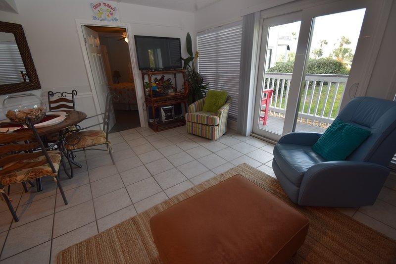 Flooring,Floor,Hardwood,Couch,Furniture
