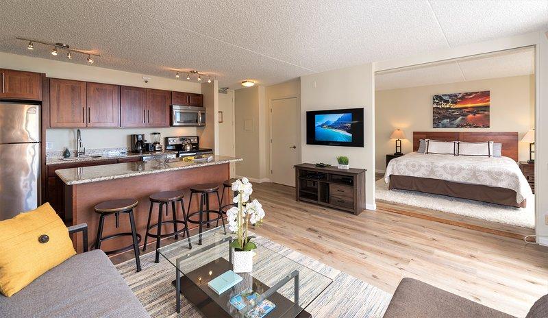 Luxury Ocean View condo, Free parking, sleeps 5!, vacation rental in Honolulu