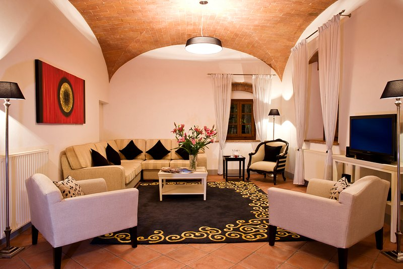 4BR Tuscany's sun-basked countryside, holiday rental in Trecento
