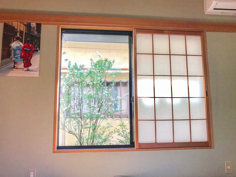 BnB in Convenient, Quiet Location (20 mins to Osaka Kyoto), holiday rental in Suita