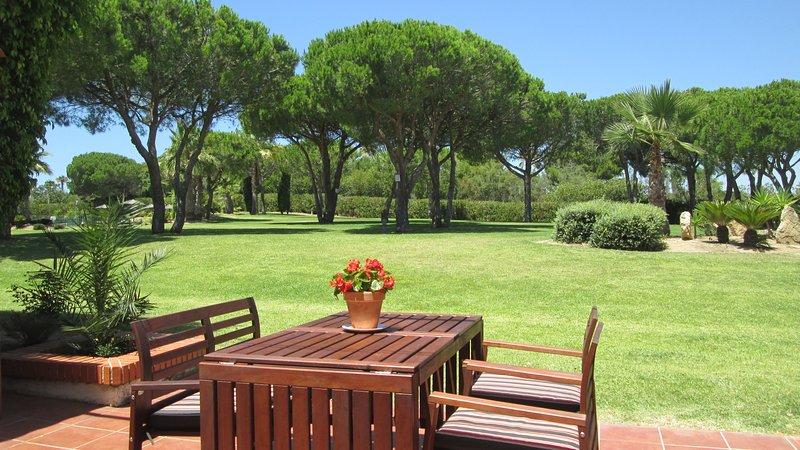 Villa in Urbanisation 'La loma de Sancti Petri' - beach 700m away, vacation rental in Chiclana de la Frontera