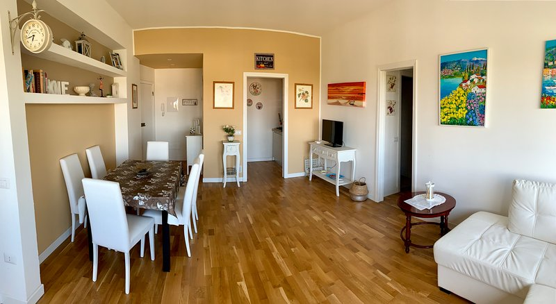 GOLD HOUSE, luxury beach apartment vista mare in centro a Milano Marittima, holiday rental in Province of Ravenna