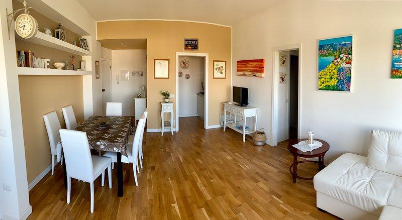GOLD HOUSE, luxury beach apartment vista mare in centro a Milano Marittima, holiday rental in Savio di Ravenna