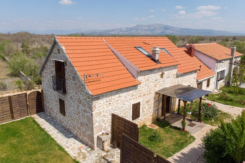 Four bedroom house Bogatić, Krka (K-17168), location de vacances à Zverinac