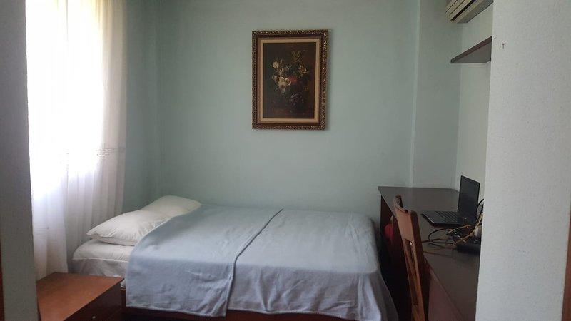 Room 15 min Vanda Metropolitano/Santiago Bernabeu, holiday rental in San Sebastian de los Reyes