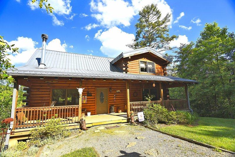 Bison Overlook Lodge on a 65 acre bison ranch, location de vacances à Maggie Valley
