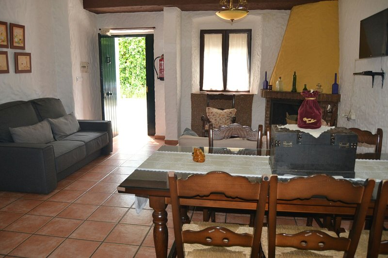 Spacious house with mountain view, location de vacances à El Bosque