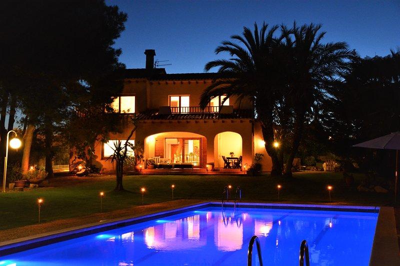 Villas Sitges Colibri, a large comfortable villa for family holidays