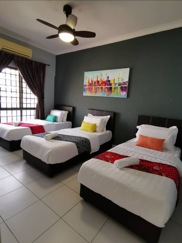 Clean & Comfortable All single beds + 3 extra sofa beds too.  Walking distant to KK City Centre.