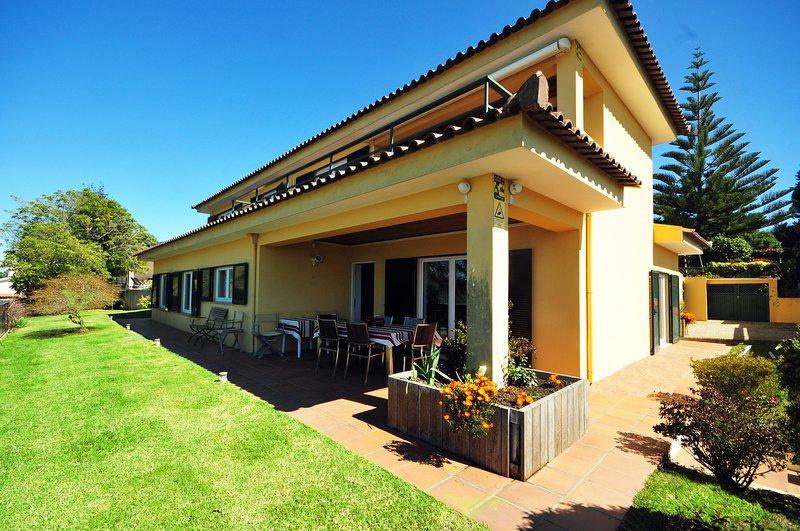 Cristelo Villa Sleeps 10 with Pool Air Con and WiFi - 5778384, alquiler vacacional en Moledo