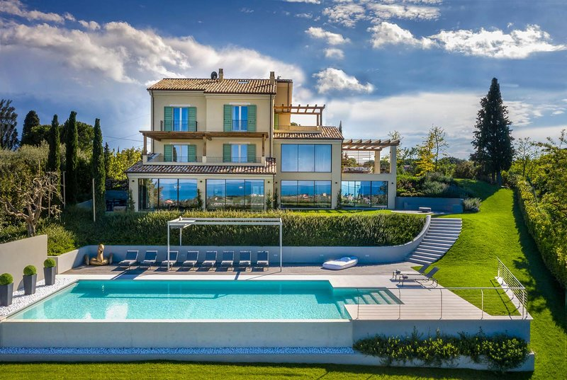 Luxury villa w/ sea views, jacuzzi, sauna & gym, vacation rental in Santa Maria Apparente