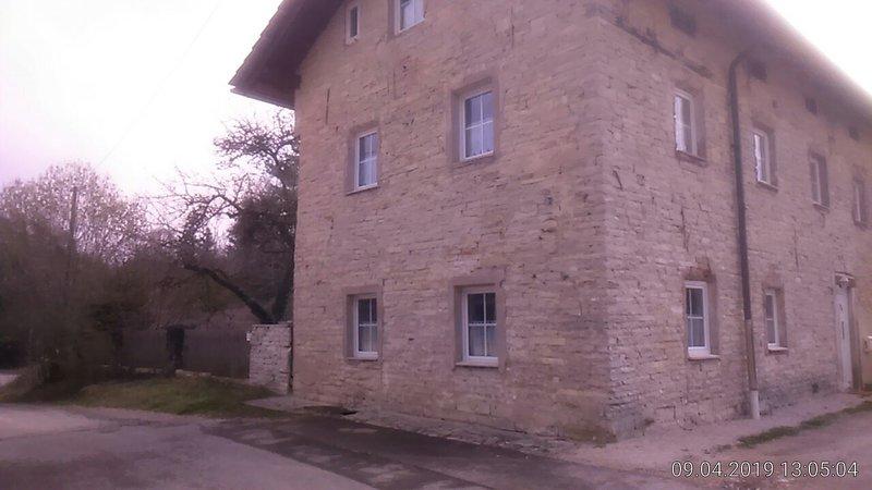 Jurahaus-Solnhofen Maisonette Wohnung 1.Stock und DG, holiday rental in Treuchtlingen