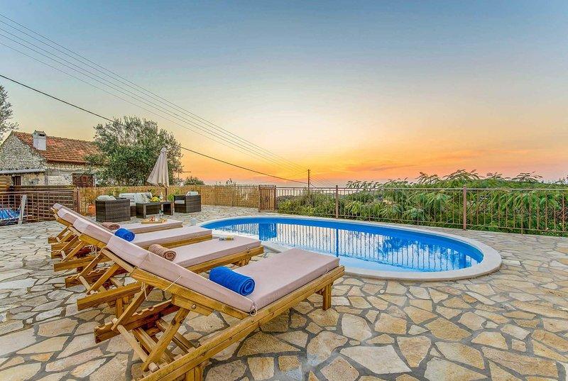 2 bed 2 bath villa with ,stunning sea views., holiday rental in Platanos