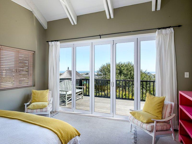 Noordhoek Beach Villa - Suite com Vista Mar e grandes portas francesas que se abrem para uma grande varanda