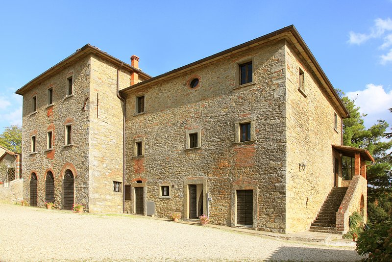 Charming renovated apt 3bd/2bt in Tuscan countryside w shared pool, holiday rental in Citerna