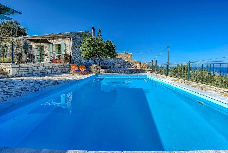 2bed 2bath villa w/private pool + sea views, location de vacances à Rantatika