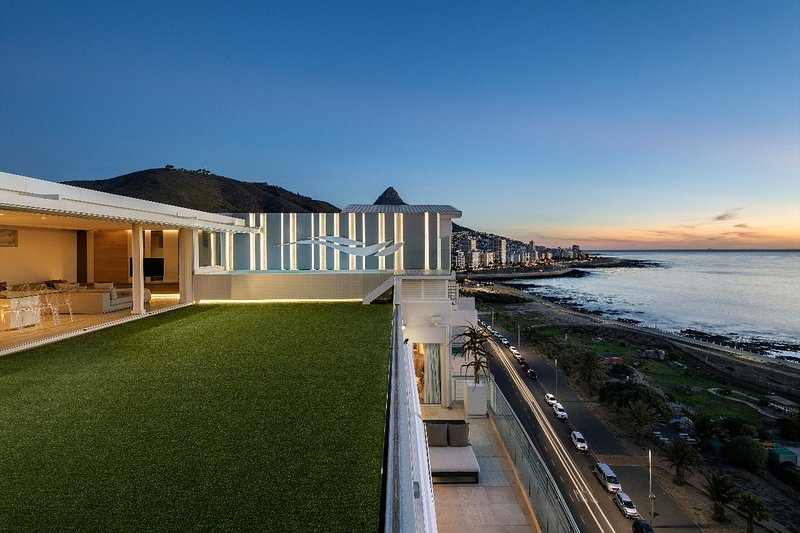 The Penthouse, holiday rental in Green Point