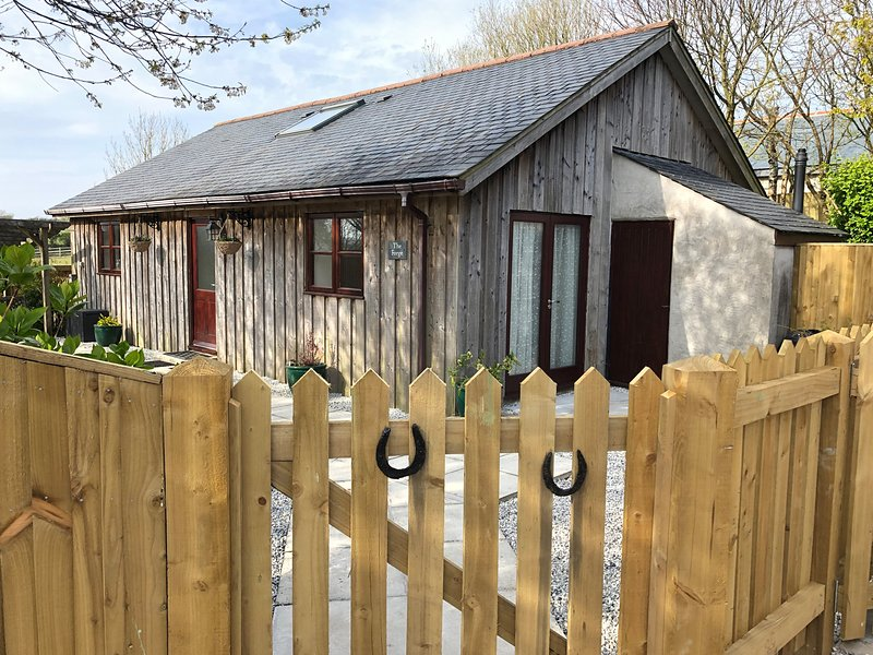 THE FORGE, En-suites, Nearby beach, Pet-friendly, Penhallow, holiday rental in Penhallow
