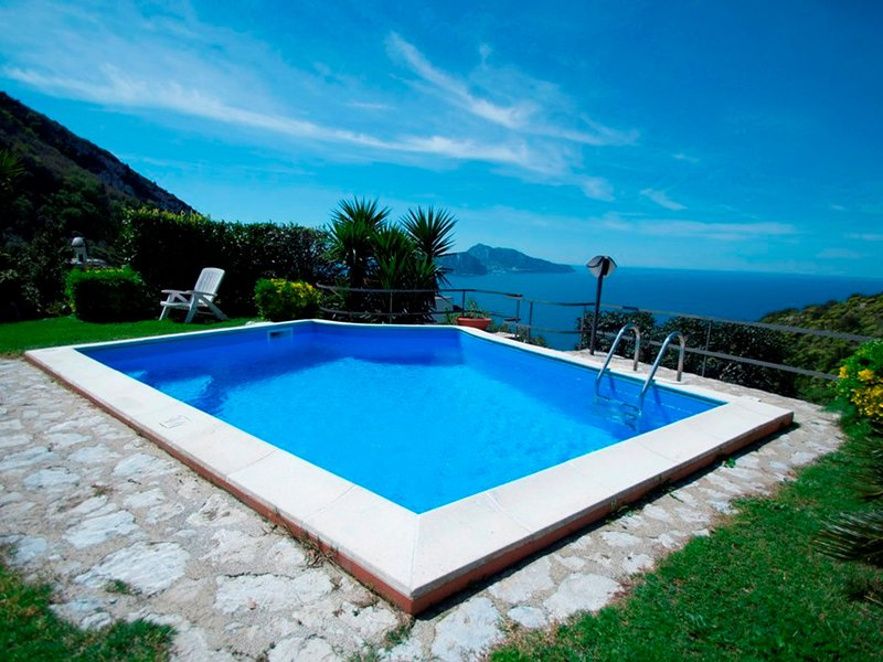 Marina del Cantone Villa Sleeps 13 with Pool and WiFi - 5248195, vacation rental in Roncato