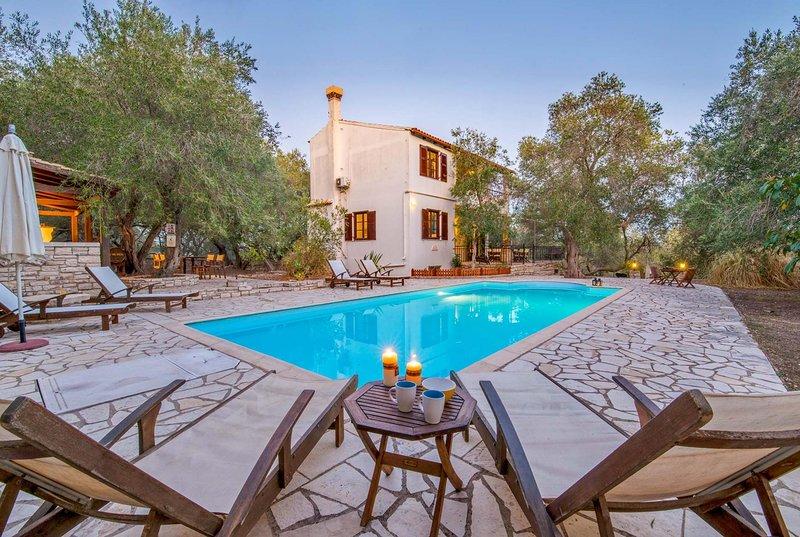 3 bed villa, great BBQ house, near great walks, location de vacances à Rantatika