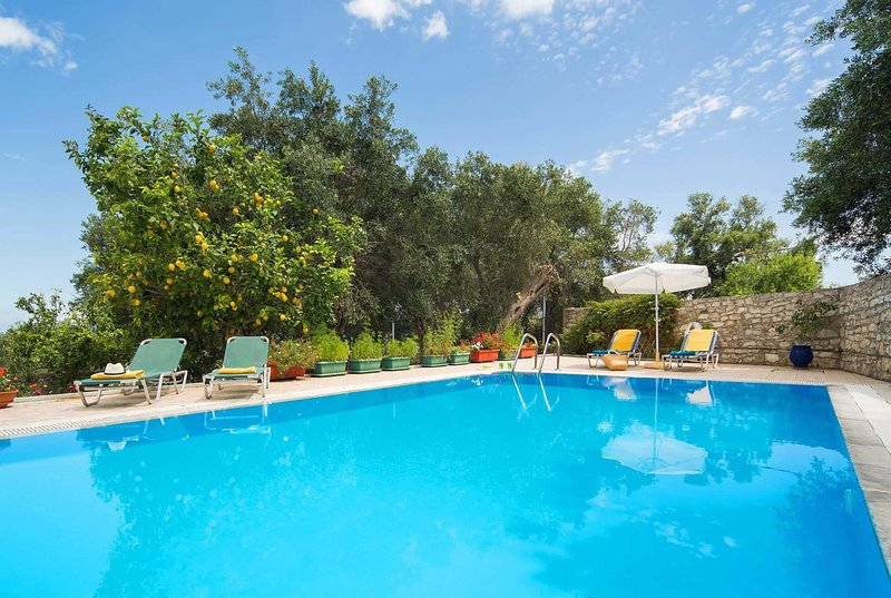 Peacefully located 3 bedroom villa w/pool & A/C, location de vacances à Rantatika