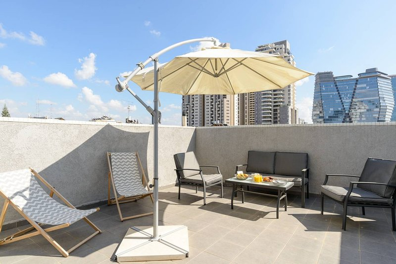 Luxury Duplex Penthouse - Parking/Terrace City Center TLV, Ferienwohnung in Petah Tiqwa