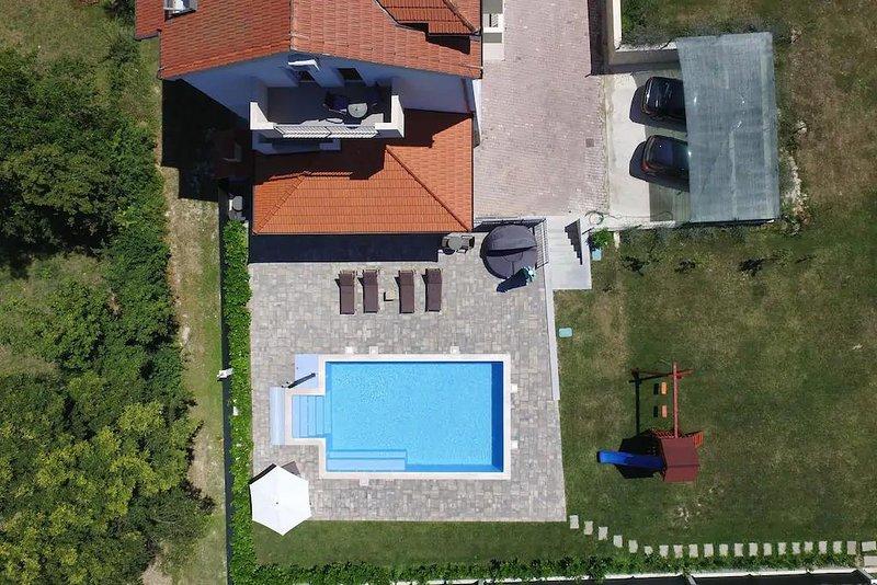 Deluxe Villa Golubica w/ Swimming pool, holiday rental in Vedrine