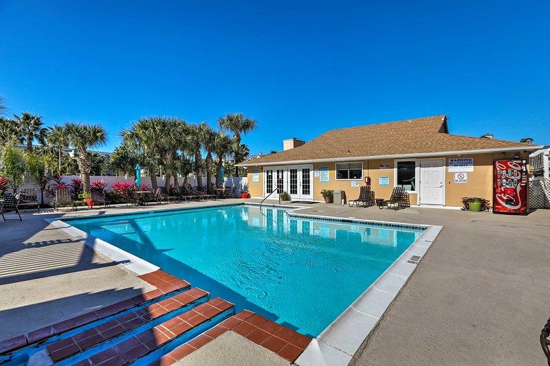 Community Amenities | Fitness Center | Pool