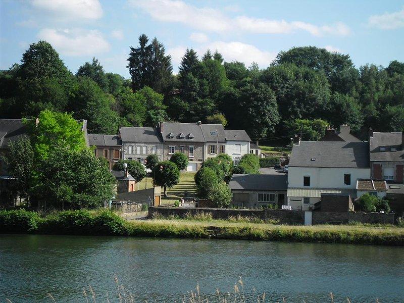 Charmante maison dans la vallée de la Meuse, holiday rental in Montherme