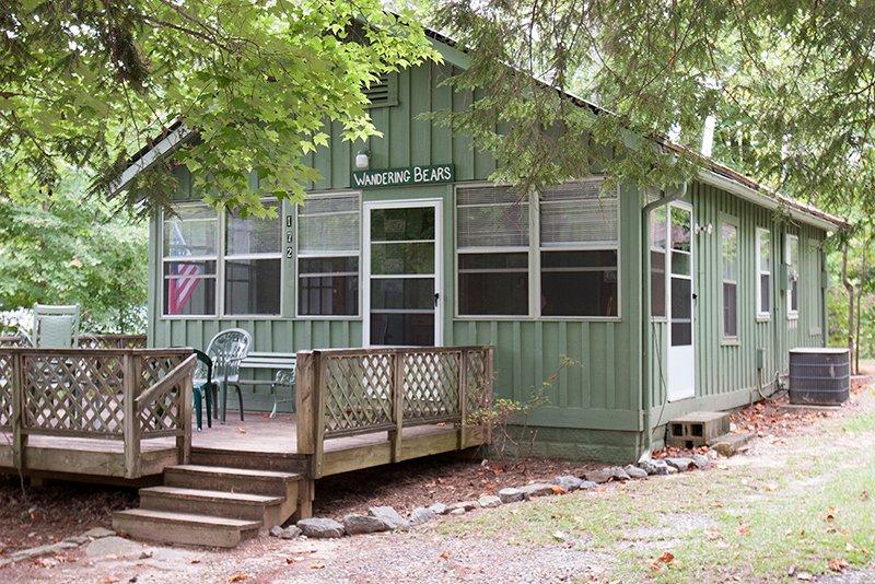 Wandering Bear Cabin at Pine Gables Cabins, alquiler de vacaciones en Lake Lure