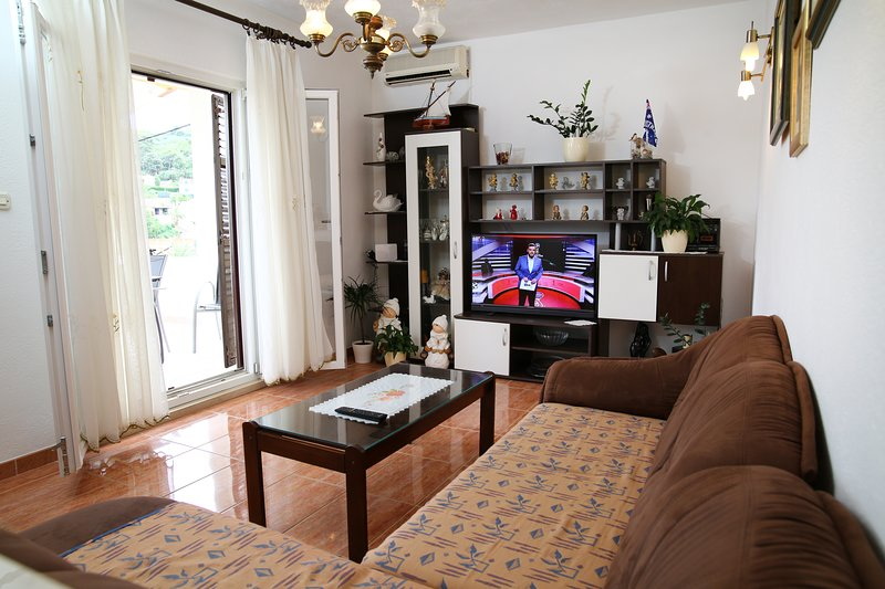Apartments Boro - Three bedroom Apartment with Sea View (A1), holiday rental in Splitska