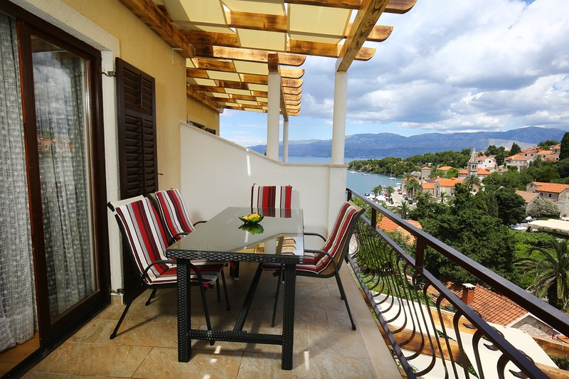 Apartments Boro - Two Bedroom Apartment with Terrace (A3), holiday rental in Splitska