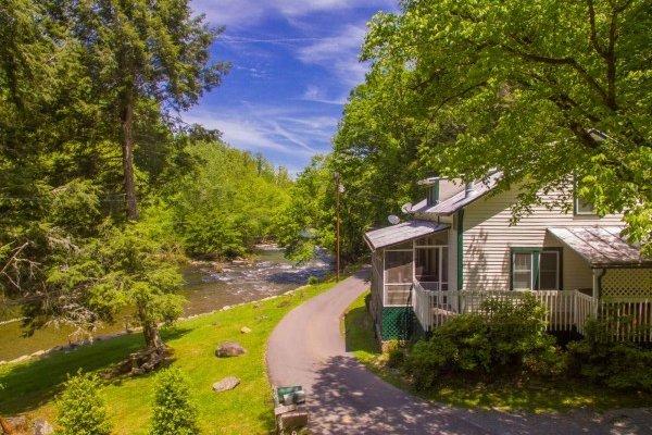 Dolly's Adorable River Cottage, vacation rental in Gatlinburg