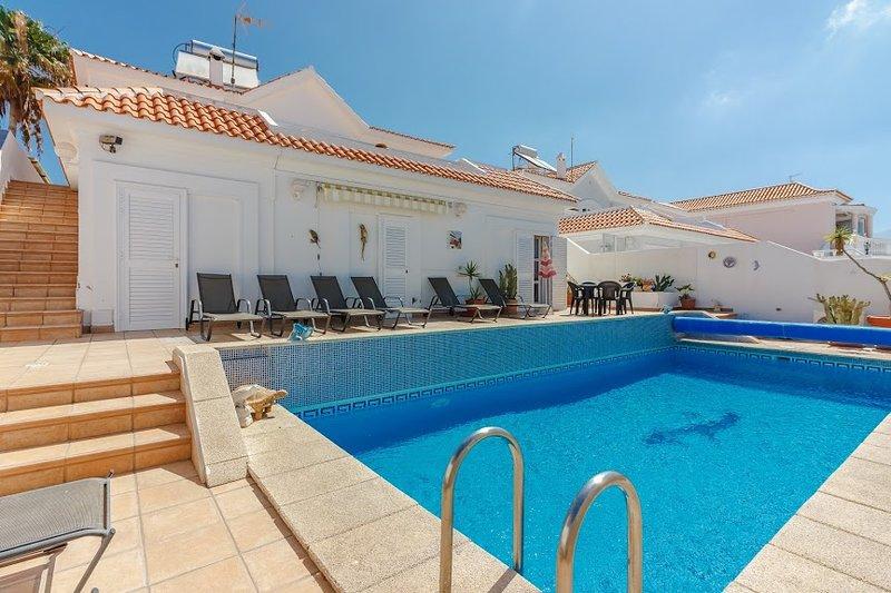 Anvela: beautiful villa with a pool, vacation rental in Callao Salvaje