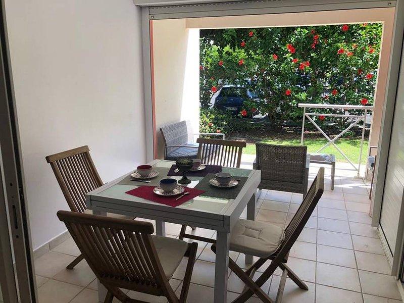 utsikt från matsalen och terrassen med utsikt över trädgården