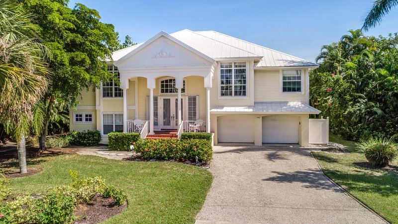 Gorgeous plantation home perfect for the ultimate vacay
