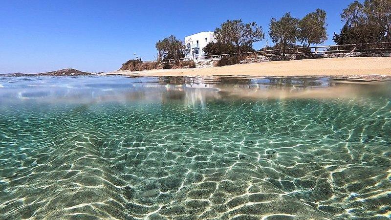 Unique Beachfront Cycladic Villa at Agios Prokopios With Stunning 360° views, vacation rental in Agios Prokopios