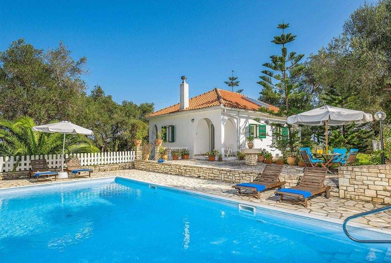 2bed 1bathroom villa w/ distant sea views, holiday rental in Platanos