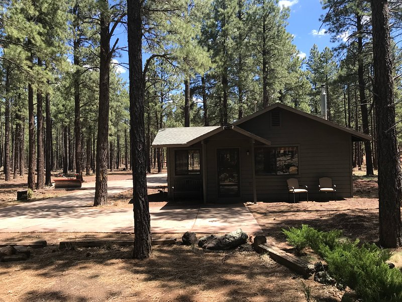 Cottage near Grand Canyon-Horse Riding-Target Shoot-Hike-Fire Pit-Gas BBQ!, vacation rental in Grand Canyon National Park