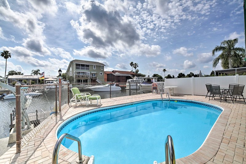 Waterfront Hudson House w/ Private Pool, holiday rental in Hudson