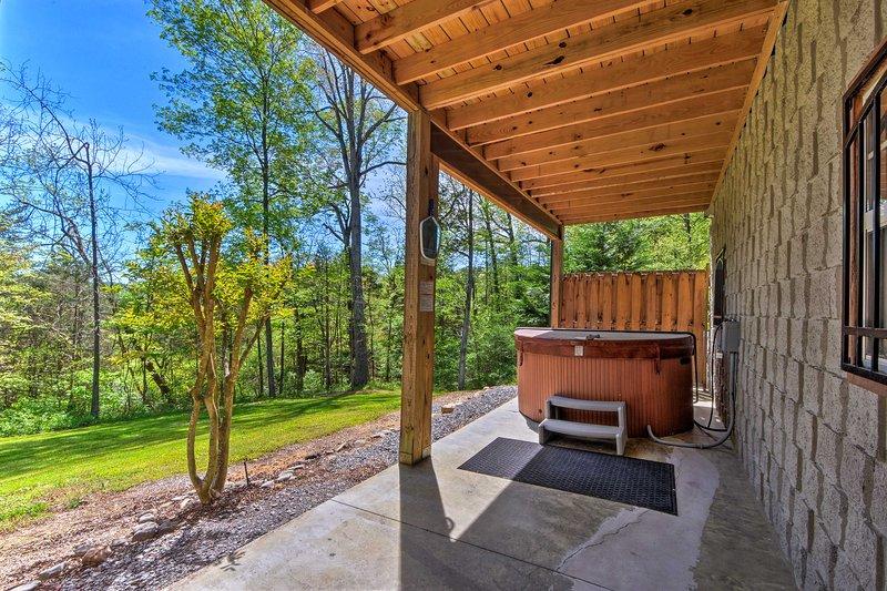 Lower-Level Patio   Seasonal Hot Tub   Country Views