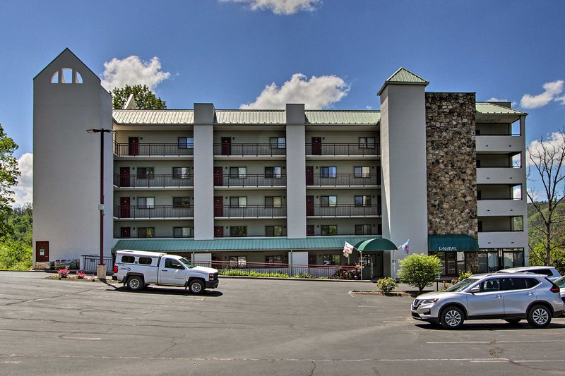 This complex is just minutes from downtown Gatlinburg!