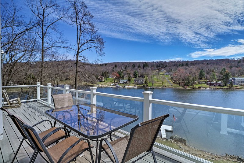 This Sherman vacation rental house sits right on Squantz Pond!